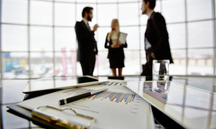 ¿Cuáles son las diferencias entre el administrador de una sociedad mercantil y el apoderado general?