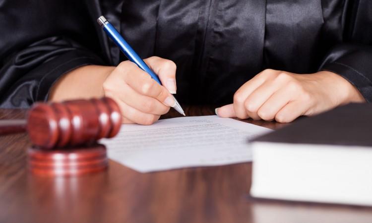 ¿Quién puede hacer un poder notarial?